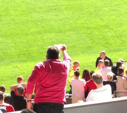 A frustrated fan waves a £20 note at the ref!