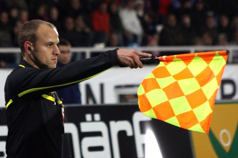 linesman_flag_offside