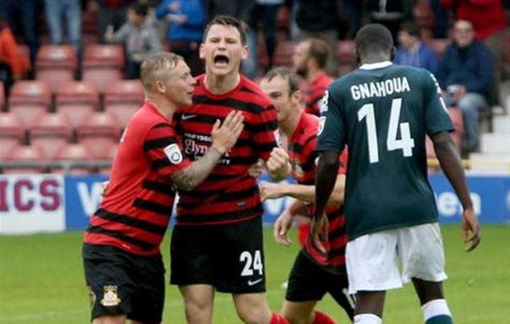 connor_jennings_macclesfield_goal_celebration